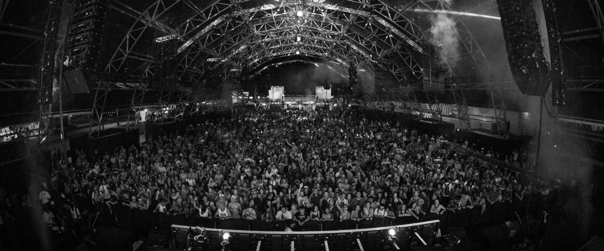 Salle de concert en noir et blanc